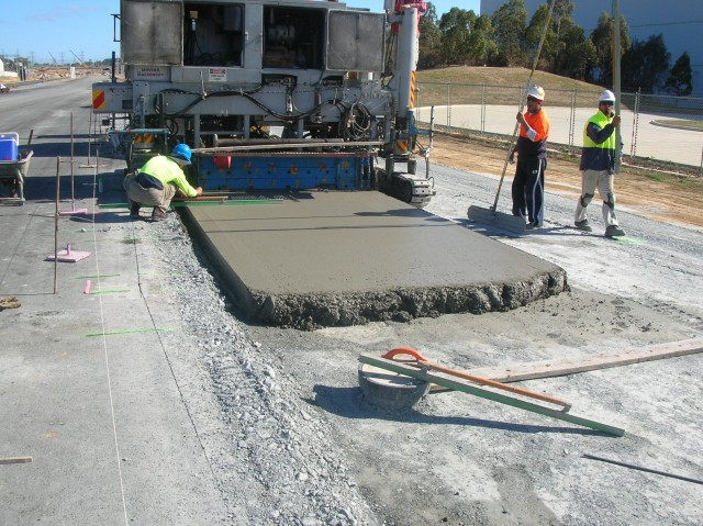 Synthetic fibers for concrete roads